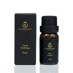En lyxig och elegant doft med orientaliska inslag av toppnoterna svart vanilj och mysk. Dofterna vilar på oud som utvinns från a